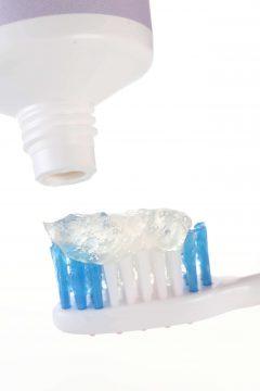 抗菌芝道 牛樟芝牙膏 情境2